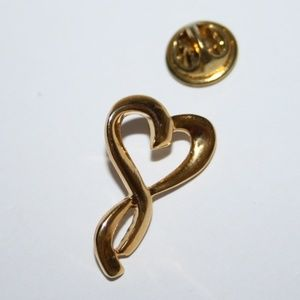 Beautiful vintage gold heart pin